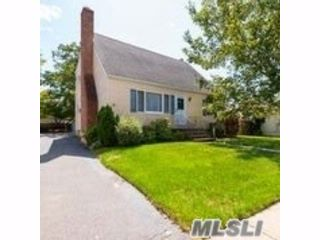 4 BR,  2.00 BTH  Cape style home in Bayville